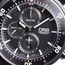 Chronograph + Date function on Oris Chronograph Automatic