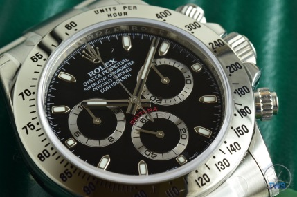 Hands-On Review: Rolex Cosmograph Daytona Stainless Steel ref. 116520 (Black) - Rolex Daytona sitting on its supplied box