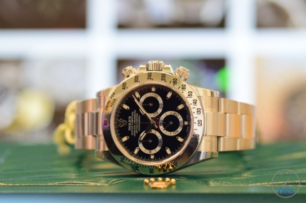 Hands-On Review: Rolex Cosmograph Daytona Stainless Steel ref. 116520 (Black) Rolex Daytona Siting on its supplied box
