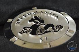 The Speedmaster Moon watch paper weight, with the seahorse emblem and case opening indentations Omega Speedmaster Professional Moonwatch 42mm: Unboxing-Review [311.33.42.30.01.001] © 2016 blog.thewatchsource.co.uk All Rights Reserved