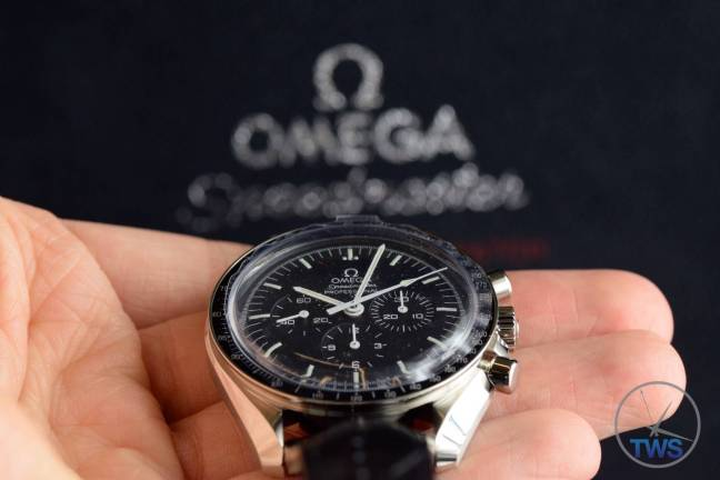 Omega Speedmaster Professional Moonwatch 42mm: Unboxing-Review [311.33.42.30.01.001] The Omega Speedmaster held in my hand held up to the front of the supplied box Omega Speedmaster Professional Moonwatch 42mm: Unboxing-Review [311.33.42.30.01.001] © 2016 blog.thewatchsource.co.uk