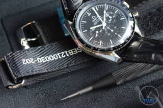 Omega Speedmaster Professional Moonwatch 42mm: Unboxing-Review [311.33.42.30.01.001] © 2016 blog.thewatchsource.co.uk All Rights Reserved