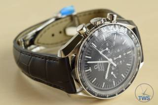 Side front view of Omega Speedmaster Moonwatch on table Omega Speedmaster Professional Moonwatch 42mm: Unboxing-Review [311.33.42.30.01.001] © 2016 blog.thewatchsource.co.uk All Rights Reserved