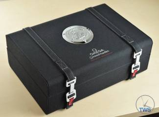 Omega Speedmaster Professional Moonwatch 42mm: Unboxing-Review [311.33.42.30.01.001] Secondary inner box for Omega Speedmaster Moonwatch Omega Speedmaster Professional Moonwatch 42mm: Unboxing-Review [311.33.42.30.01.001] © 2016 blog.thewatchsource.co.uk All Rights Reserved