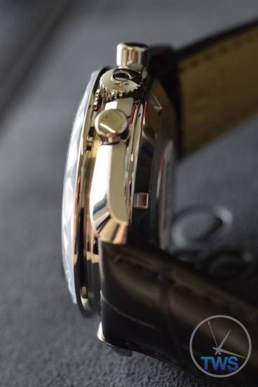 Profile of watch case in low light Omega Speedmaster Professional Moonwatch 42mm: Unboxing-Review [311.33.42.30.01.001] © 2016 blog.thewatchsource.co.uk All Rights Reserved