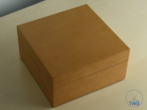 Unboxing Review: Panerai Luminor GMT 44mm [PAM00088] The simple display box supplied from Panerai