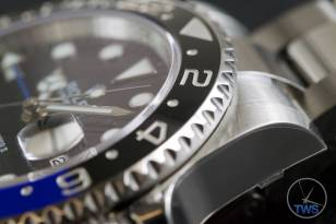 Review of the Rolex GMT Master II [116710BLNR] aka 'The Batman' Corner of the GMT's casing where the lugs connect to the bracelet