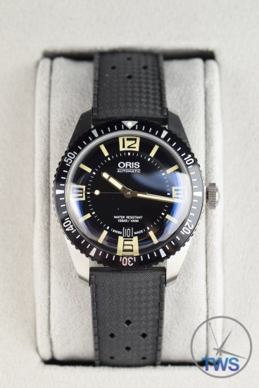 Oris Divers Sixty-Five sat in cream coloured Oris box [01 733 7707 4064-07 4 20 18]
