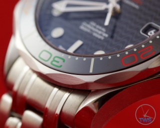 Omega Rio 2016 Olympic Limited Edition Seamaster Diver 300m: Hands On Review [522.30.41.20.01.001] - Black bezel with black, red, green and yellow colours from the olympic rings