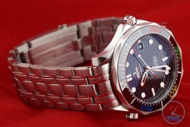 Omega Rio 2016 Olympic Limited Edition Seamaster Diver 300m: Hands On Review [522.30.41.20.01.001] - Laying on its side crown up facing the right