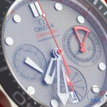 Light reflecting off dial of Omega Seamaster 300m Diver Co-Axial Chronograph 44mm: Hands-On Review [212.92.44.50.99.001 ETNZ]