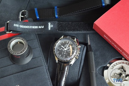 Omega Speedmaster Professional Moonwatch 42mm: Unboxing-Review [311.33.42.30.01.001] Everything supplied with Omega Speedmaster © 2016 blog.thewatchsource.co.uk