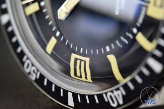 The Oris Divers Sixty-Five (With Metal Bracelet) [01 733 7707 4064-07 8 20 18] divers bezel with white markings, box numerals with SuperLuminova Lume