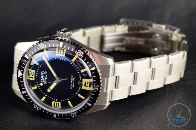 The Oris Divers Sixty-Five (With Metal Bracelet) [01 733 7707 4064-07 8 20 18] Bracelet Pulled Strait To One Side
