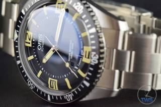 The Oris Divers Sixty-Five (With Metal Bracelet) [01 733 7707 4064-07 8 20 18] Watch On Side With Dial Centred