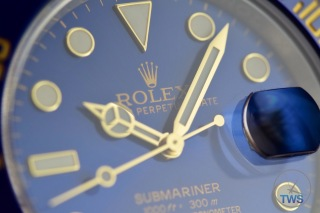 Close up of yellow gold hands and indexes of the Rolex Submariner Date: Hands-On Review [116613LB]