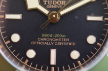 Chronometer certification proudly displayed on the dial
